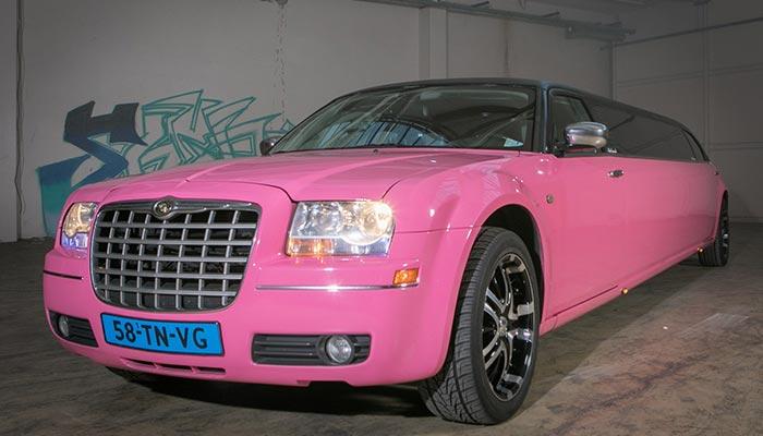 Roze Chrysler limousine - Fotogallerij 1